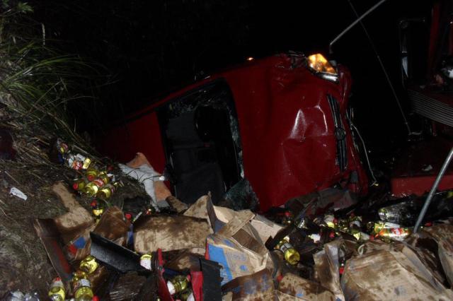 Quatro pessoas morrem em colisão que envolveu caminhões e carros em Pouso Novo Evandro Guerreiro, PRF, Divulgação/