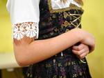 As camisas são mais leves e a amarração na cintura permanece na releitura. Peças da moda folclórica podem ser opção bailes como os das Oktoberfest