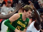 O brasileiro Tiago Splitter, do basquete