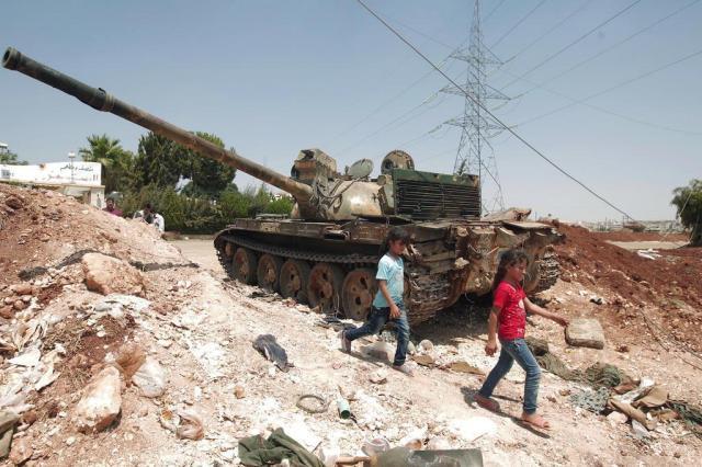 Militares sírios bloqueiam entrega de ajuda humanitária em Aleppo Ahmad Gharabli/AFP