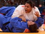 Brasileira Maria Suelen Altheman (de branco) em luta contra a tunisiana Nihel Cheikh Rouhou, pela categoria acima de 78kg