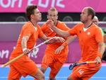 Holandeses comemoram gol contra a Nova Zelândia no hóquei na grama