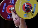 Chilena Maria Valdes na competição de levantamento de peso para atletas até 75kg