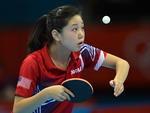Concentração da mesa-tenista Lily Zhang, representante dos Estados Unidos na Olimpíada