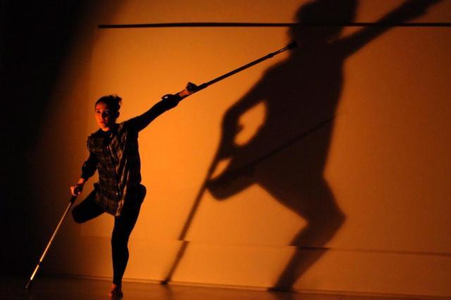 Bailarina apresenta performance no Gasômetro Jefferson Mincheff/Divulgação