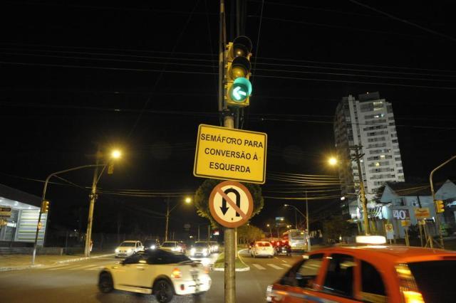 EPTC muda o trânsito para desafogar fluxo de veículos em frente ao Colégio Anchieta Adriana Franciosi/Agencia RBS