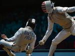 Durante partida de esgrima, o americano Alexander Massialas  acabou ferindo o adversário francês Victor Sintes