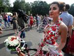 Para enfeitar as bikes e entrar ainda mais no clima retrô da competição, particpantes colocaram flores nos cestos