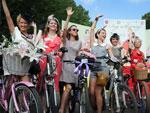"""Participantes da corrida """"Mulheres de Bicicleta"""", que ocorreu em Moscou, na Rússia, neste domingo (05)"""