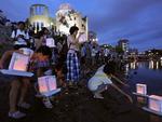 No dia em que se completam 67 anos do ataque a Hiroshima com uma bomba atômica, japoneses homenagearam as vítimas da tragédia