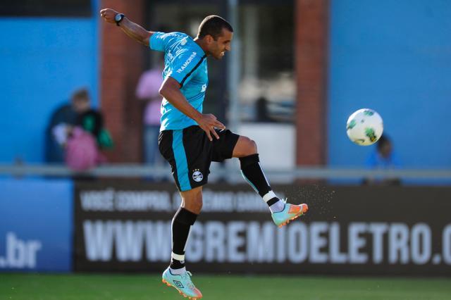 Próximo de retorno ao Grêmio, Julio Cesar agradece apoio da família Mauro Vieira/