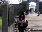 """""""Atravessando o portão do Bastión de San Miguel, aproveite para apreciar o Rìo de La Plata e comprar lembranças para os amigos"""""""