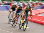 Australiano Brendan Sexton na prova de ciclismo do triatlo olímpico