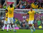 Depois de passe de Oscar, Rômulo abriu o placar para o Brasil