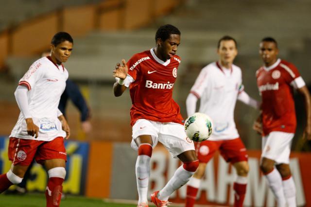 Com Fred como articulador, Fernandão escala meio-campo invicto contra o Coritiba Fernando Gomes/