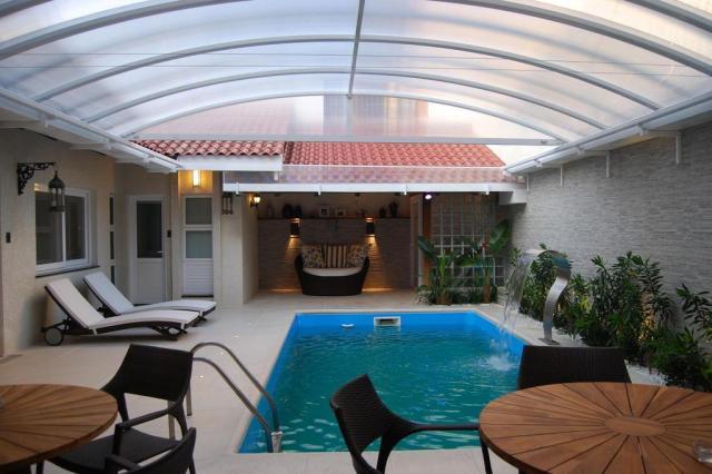 Reforma em casa transforma garagem e setor da piscina em ampla área de lazer Heck Arquitetura,Divulgação/Casa&Cia