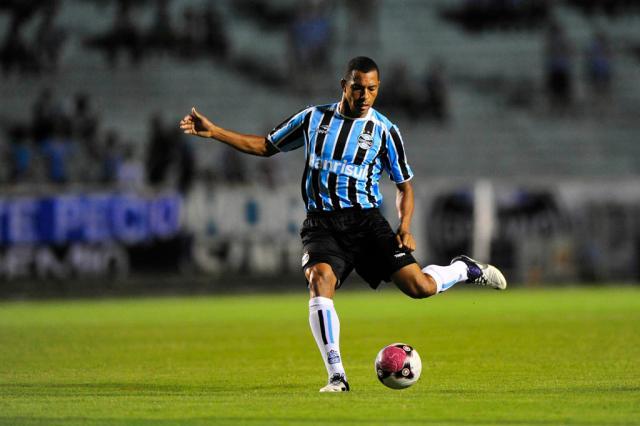 Cotação ZH: Gilberto Silva é o melhor em campo no empate com a Ponte Jefferson Botega, Banco de Dados/