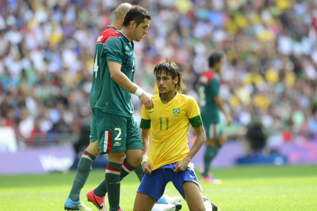 """""""Temos que aceitar que o México foi melhor e mereceu a vitória"""", diz Neymar DANIEL GARCIA / AFP/"""