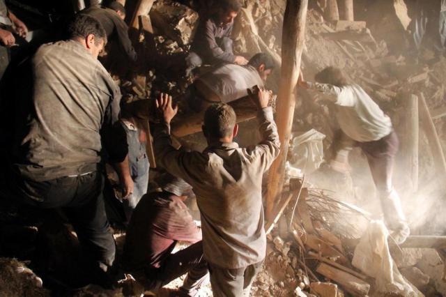 Sobe para 250 o número de mortos em tremor no Irã Farshid Tighehsaz/ISNA