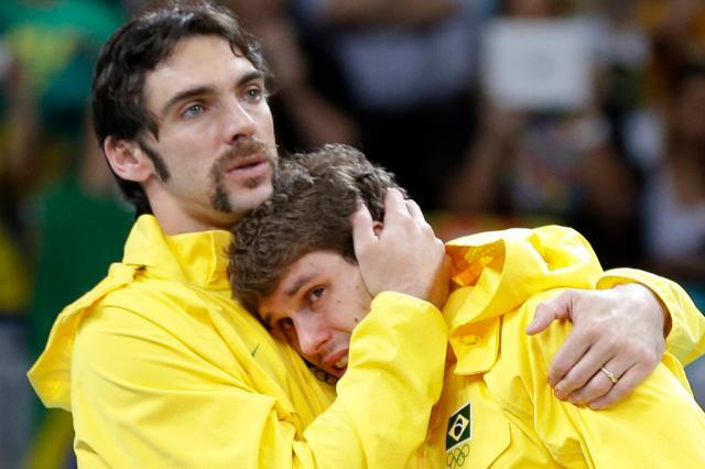 Em virada espetacular, Rússia bate o Brasil por 3 a 2 e fica com o ouro no vôlei Chris OMeara,AP/