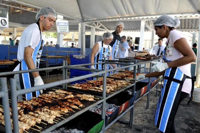 Operários da Arena ganham almoço de confraternização Emílio Pedroso/Agencia RBS