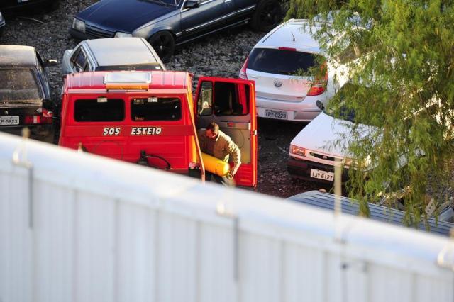 ZH flagra o furto de peças de veículos apreendidos em depósito credenciado pelo Detran Ronaldo Bernardi/Agencia RBS