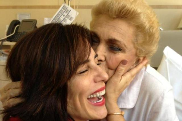 Glória Pires visita Hebe Camargo no hospital Reprodução/Twitter/Reprodução/Twitter