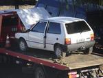 O Uno branco que aparece na foto foi encaminhado ao depósito SOS Esteio, em Porto Alegre, depois de ser recuperado de ladrões, e furtado por funcionários do local.