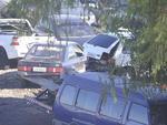 A reportagem de ZH flagrou um funcionário do depósito, credenciado pelo Detran, furtando dois cilindros de GNV (Gás Natural Veicular), que valem cerca de R$ 800, de um Uno que deveria ser guardado no local.