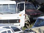 Em outro momento, a reportagem flagrou a retirada do tacógrafo de um caminhão guardado no depósito da SOS Esteio.