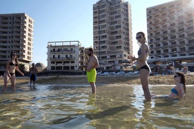Praia de Chipre lembra conflito sem solução Ed Ou/NYTNS