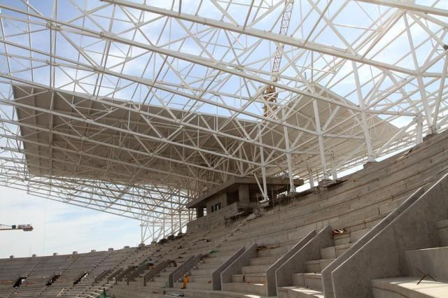 Telhado da Arena chega ao segundo módulo e muda aspecto da cobertura Juliano Kracker/Divulgação