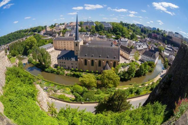 Luxemburgo pode parecer uma caixa de chocolates, mas também é cheia de restaurantes estilosos, danceterias e bares Sabino Parente/Deposit Photos