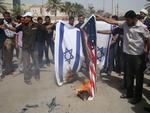 As bandeiras de Israel e dos Estados Unidos foram queimadas em protesto no Iraque