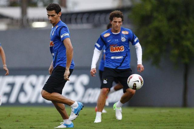 """Elano admite ter aconselhado Ganso: """"Se tiver essa possibilidade, vem pra cá"""" Ricardo Saibun/Divulgação Santos FC"""