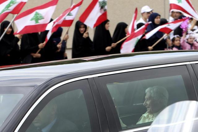 Bento XVI chega ao Líbano pregando paz entre cristãos e muçulmanos Hussein Malla,AP/AP