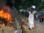 No segundo dia de protestos, manifestantes incendiaram a embaixada da Alemanha no Sudão