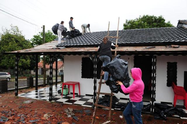 Mau tempo deixa Porto Lucena em cenário de guerra Fernando Gomes/Agencia RBS