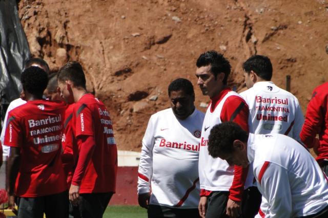 Fernandão e Dátolo discutem após técnico retirar meia do treinamento André Baibich/