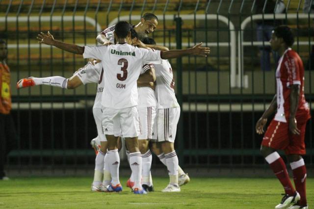 Com sufoco no final, Fluminense bate o Náutico e segue líder no Brasileirão Agência Photocamera/Divulgação