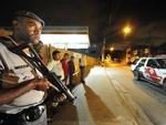 Policiais em ação durante a madrugada do dia 7 na Brasilândia, em São Paulo