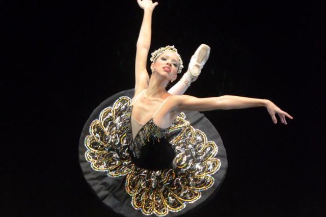 Ballet Vera Bublitz apresenta 'O Lago dos Cisnes' Ballet Vera Bublitz/divulgação