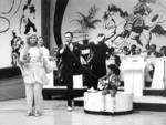 1967 | A TV Gaúcha começa a retransmissão de parte da programação da TV Globo, que havia sido criada dois anos antes. No final dos anos 60, a Globo já exibe programas que se tornariam campeões de audiência, como a Discoteca do Chacrinha e Dercy de Verdade (foto), com a irreverente Dercy Gonçalves.