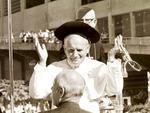 1980 | A vinda do Papa a Porto Alegre mobiliza jornais, rádios e TVs, numa das maiores coberturas jornalísticas já vistas no Rio Grande do Sul. Milhões de pessoas assistem ao vivo às transmissões da RBS TV