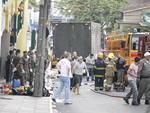 Caminhão com cerca de 70 corpos em direção ao Centro Desportivo Municipal (CDM) para identificação das vítimas