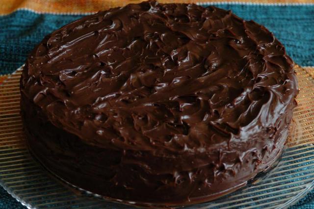 Torta de chocolate recebe recheio que leva leite condensado Genaro Joner/Agencia RBS
