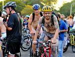 """A """"Pedalada Pelada de Porto Alegre"""" reuniu centenas de ciclistas"""