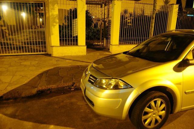 Jovem morre baleada por assaltantes quando chegava em casa na Capital Jean Schwarz/Agencia RBS