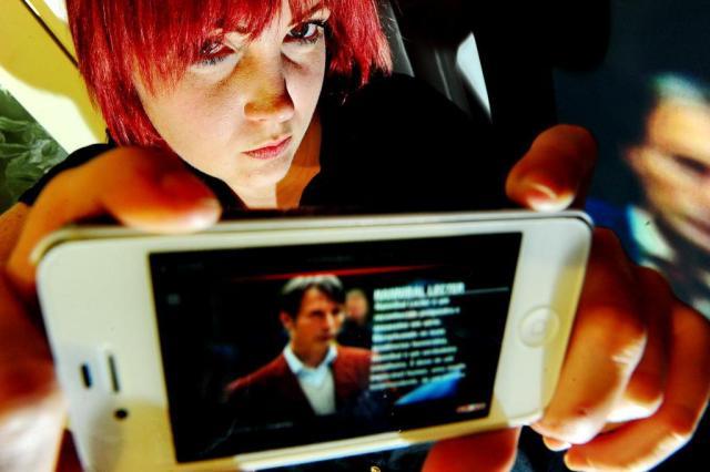Um olho na TV, outro no computador: cresce o fenômeno chamado segunda tela Jean Schwarz/Agência RBS