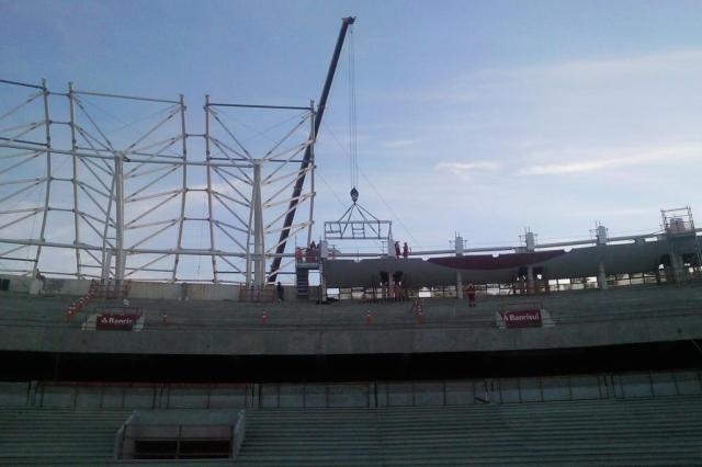 Foto: estrutura metálica do primeiro skybox é instalada no Beira-Rio Grupo Beira-Rio,Gigante para Sempre - SCI/Divulgação